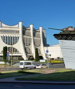 bialorus-grodno-plac-sowiecki-czolg-teatr-dramatyczny